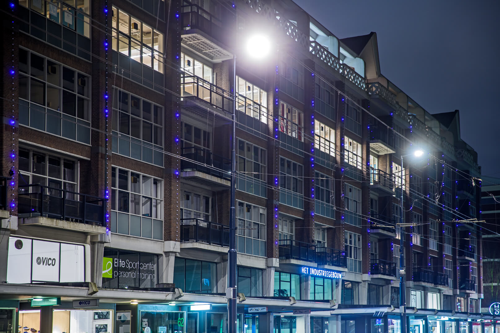 "Moving dots light installation on ""Het Industrie Gebouw"" in Rotterdam 2017."